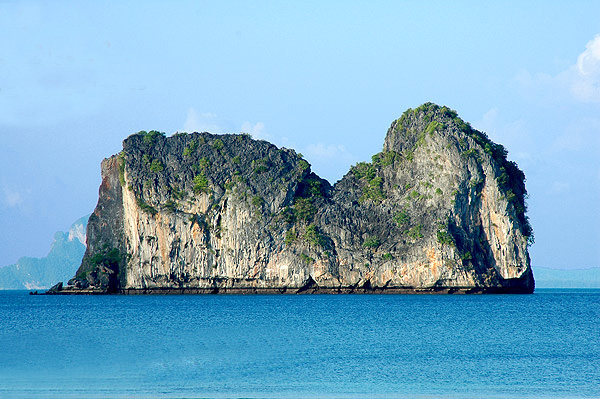 You are browsing images from the article: Koh Ma